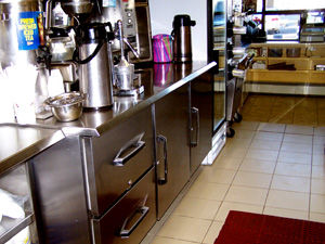 Refrigerated storage equipment for restaurants and catering halls